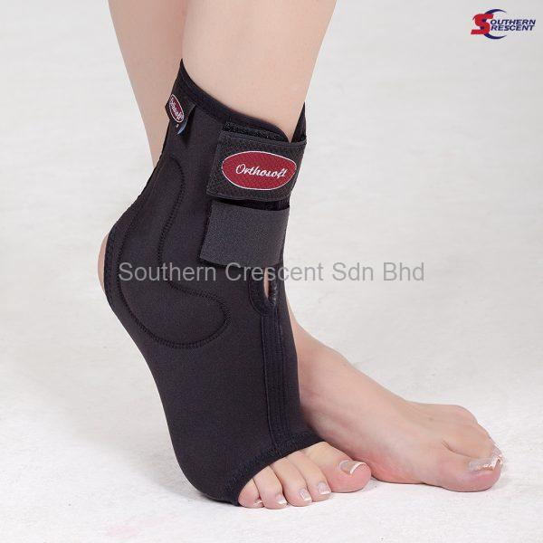 ANKLE GUARD WITH MALLEOLUS SUPPORT