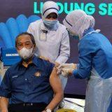 Muhyiddin Individu pertama terima vaccine